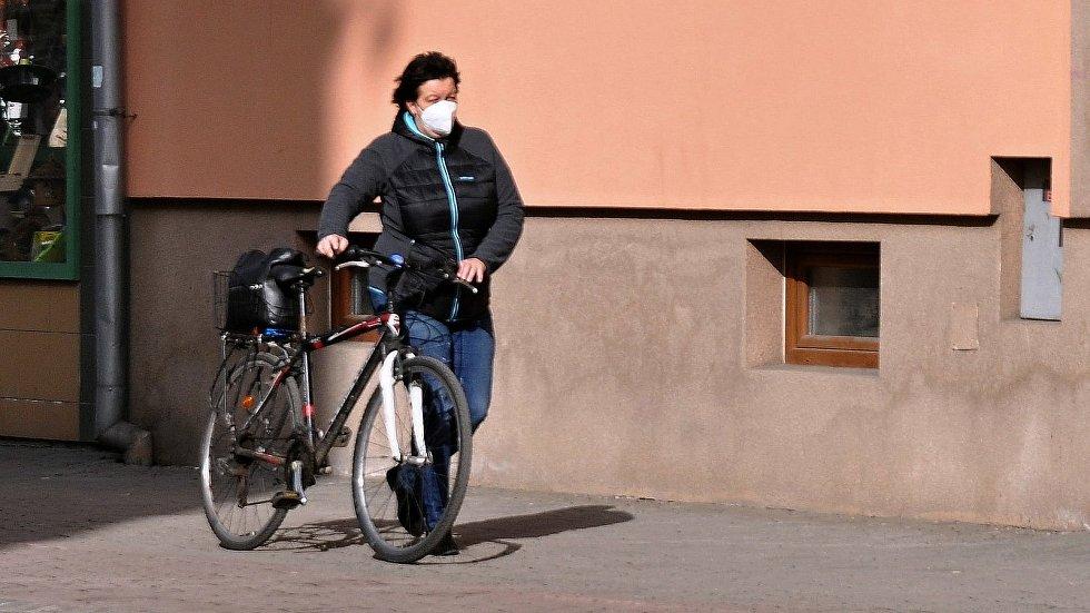 První den povinného nošení respirátorů ve Vsetíně, 25. února 2021.