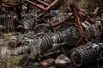 Na hromadě šrotu jsou i tyto motory, 3. května 2021 ve Vrběticích. Ve Vrběticích v roce 2014 explodoval muniční sklad. Po sedmi letech vyšlo najevo podezření na zapojení ruské tajné služby (GRU a SVR) do výbuchu.