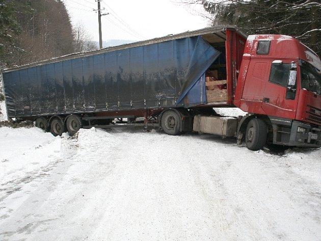 Vzpříčený kamion