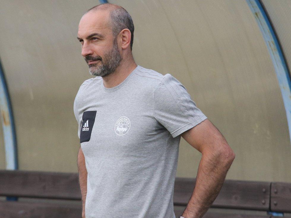 Bývalý hokejový obránce Patrik Hučko funguje u ligových fotbalistů Zlína jako masér a kustod.
