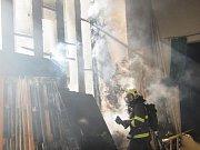 V Městském divadle Zlín hořely kulisy