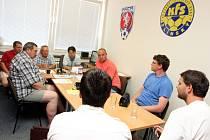 Disciplinární komise KFS Zlín při projednávání přestupku fotbalistů Ořechova.
