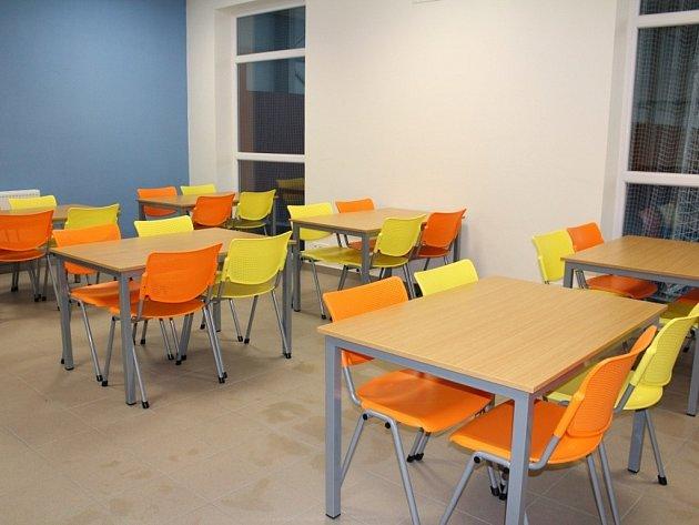 U základní školy ve Spytihněvi vznikla nová budova sloužící coby tělocvična, včetně nezbytného zázemí. Nachází se tam i výdejna školních obědů pro děti.