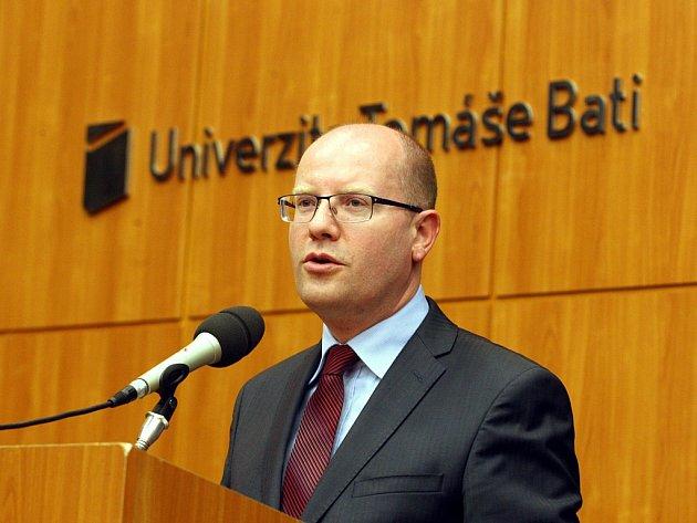 Premiér Bohuslav Sobotka při návštěvě UTB ve Zlíně.