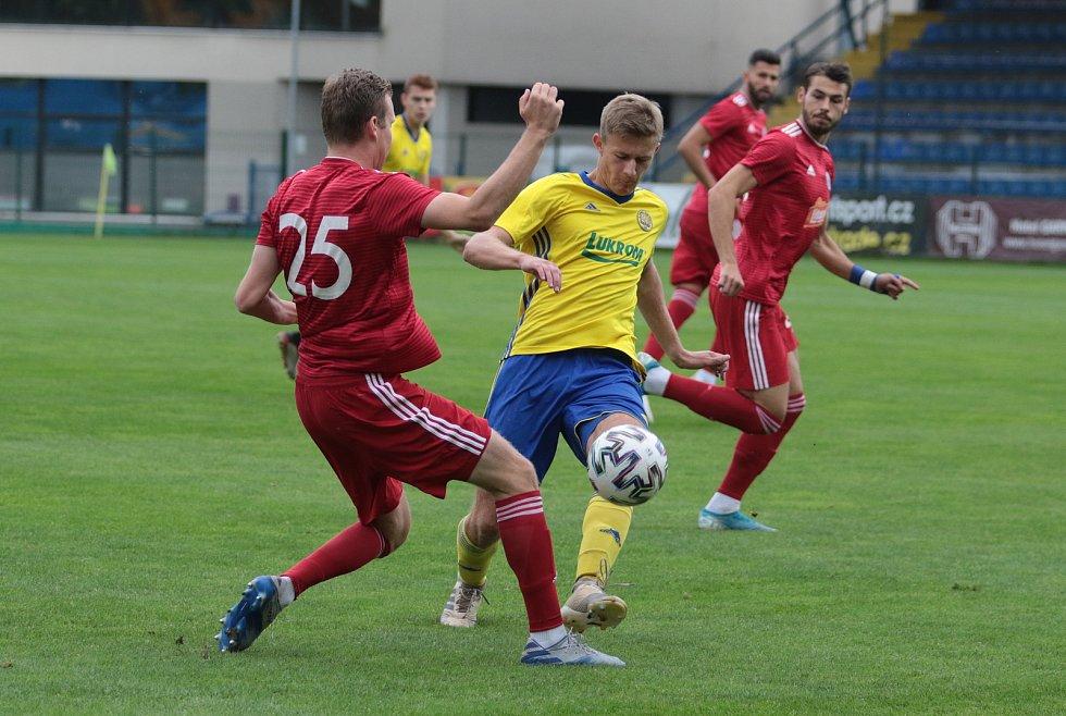 Fotbalisté Zlína B (ve žlutých dresech) remizovali v předehrávce 5. kola MSFL s rezervou Olomouce 2:2. Foto: pro Deník/Jan Zahnaš