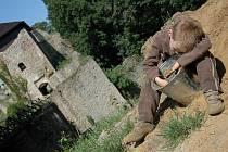 Rekonstrukce zříceniny hradu Lukova pokračuje i v těchto dnech.