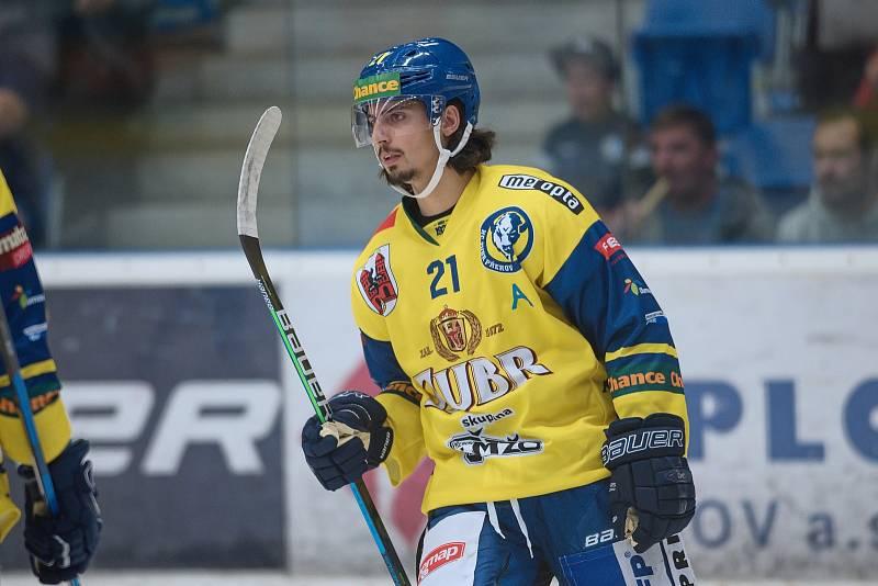 Hokejisté Přerova (ve žlutém) proti Nitře. Robert Černý