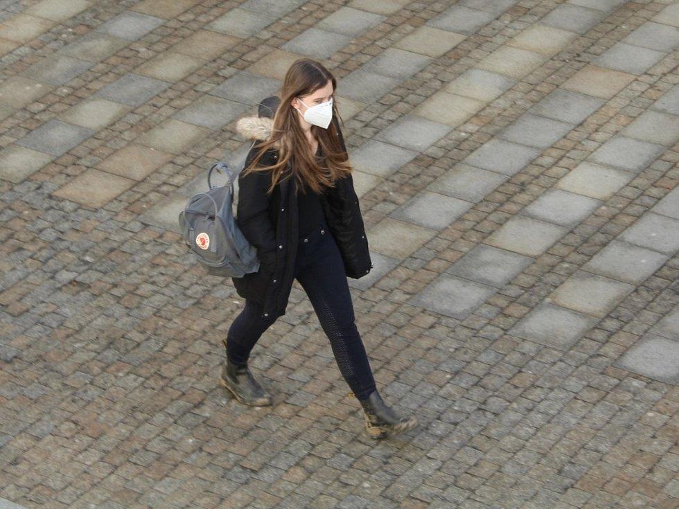 První den povinného nošení respirátorů v Uherském Hradišti, 25. února 2021.