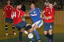 Sáloví fotbalisté Zlína (v modrém) prohráli v úvodním zápase Ligy mistrů v Otrokovicích s běloruským šampionem VRZ Gomel 0:1