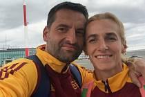 Manželé Hálovi jsou pedagogové mimo jiné se specializací na sport. Kateřina ještě stále patří mezi českou atletickou špičku v běžeckých disciplínách. Martin je kondiční trenér mimo jiné u atletů nebo superligových florbalistů Otrokovic.