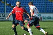 Fotbalisté Provodova (v červeném). Ilustrační foto