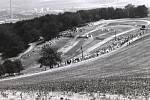 Zábava plná adrenalinu. Základní organizace Svazarm Žlutava uspořádala v neděli 27. května 1979 Svazarmovské odpoledne s pestrým programem. Lidé si mohli užít závody v motokrosu, leteckou akrobacii či autokros.