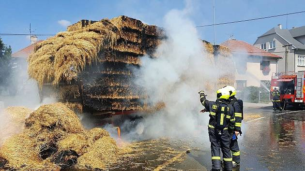 Požár slámy ve Fryštáku.