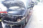 Ve Zlíně hořelo na zastávce auto