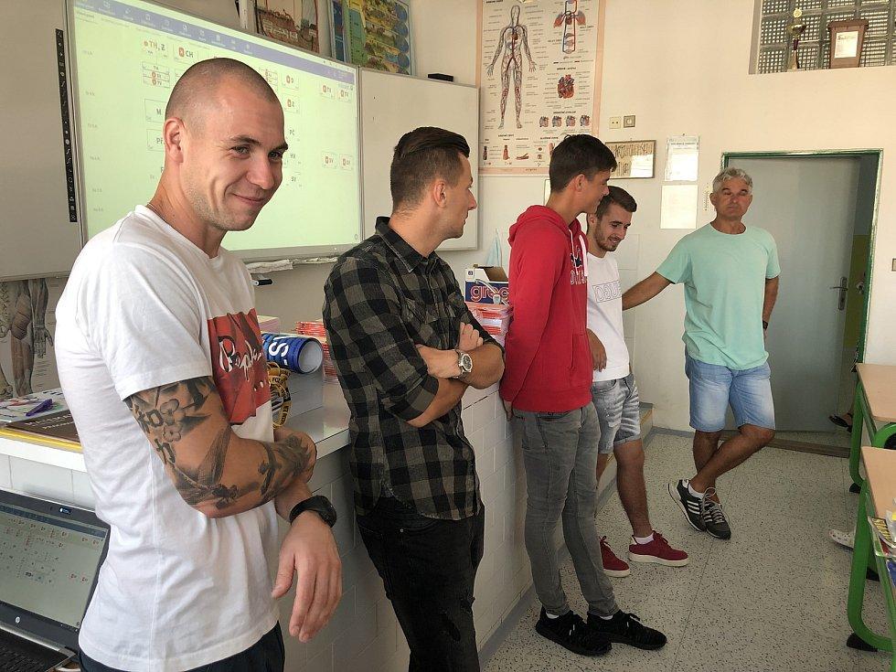 Fotbalisté ligového Zlína ve sportovních třídách odstartovali nový školní rok.