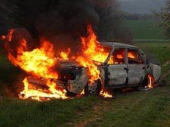 Tragický požár osobního auta u Fryštáku