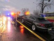 Krátce po 15. hodině ve čtvrtek, narazilo osobní vozidlo Volkswagen Passat do semaforu na křižovatce u fastfoodu ve Zlíně-Malenovicích.