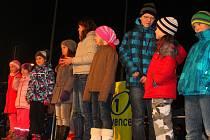 V pátek 28. listopadu 2014 se na otrokovickém náměstí konala dvojice akcí: Rozsvěcení vánočního stromu a Pomáháme potřebným.