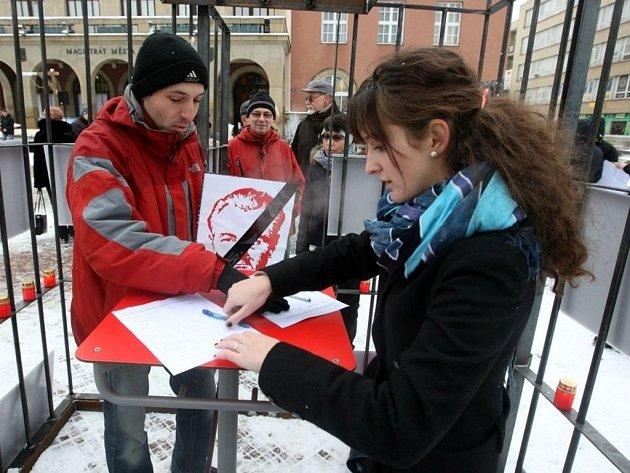 Demonstrace proti vládě KSČM ve Zlínském kraji na náměstí ve Zlíně.