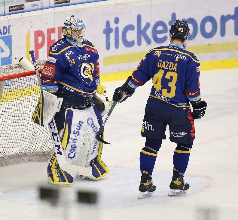 Extraligoví hokejisté Zlína (v modrém) v nedělním 49. kole vyzvali v moravském derby ostravské Vítkovice. Na snímku Kořének