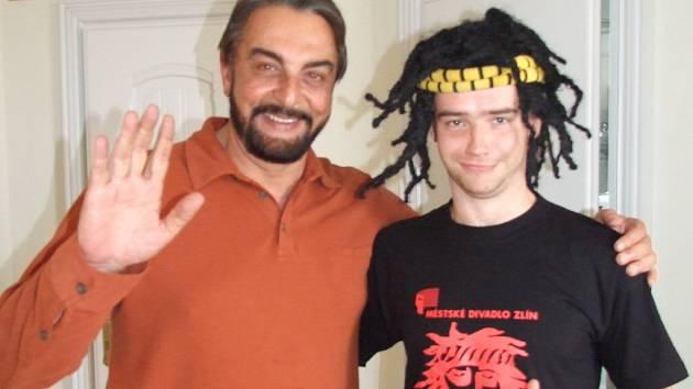 Kabir Bedi a Pavel Vacek se setkali v pražském hotelu.