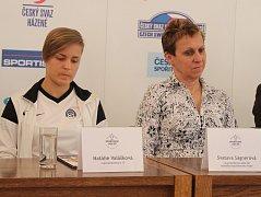 Natálie Valášková (vlevo)