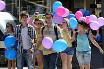 Studentský majáles v ulicích Zlína.