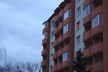Muž v Napajedlech spáchal sebevraždu skokem ze 7. patra