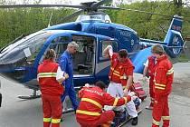 Pomoc hasičů při záchraně horolezkyně po pádu u Barborky