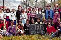 ŽELECHOVICE NAD DŘEVNICÍ, ŠKOLÁCI. Společnou fotkou se se základním vzděláváním rozloučila 9. třída ve školním r. 1978/1979.