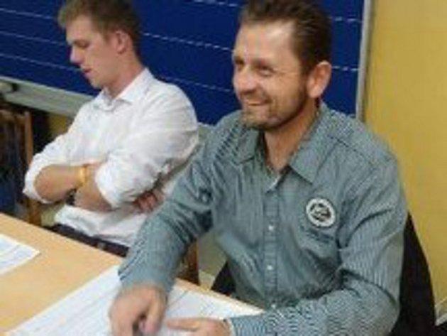 Člen volební komise 24. zlínského okrsku Jan Klusal chtěl zažít volby z druhé strany.