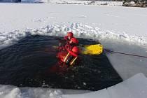 Hasiči nacvičovali záchranu v mrazu