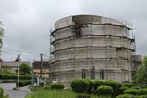 Nový kostel svatého Václava v Sazovicích. Foto stavby z května 2016