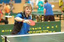 Devětašedesát mentálně postižených hráčů se v pátek sešlo ve zlínské hale Zelené, aby si zahráli pingpong.