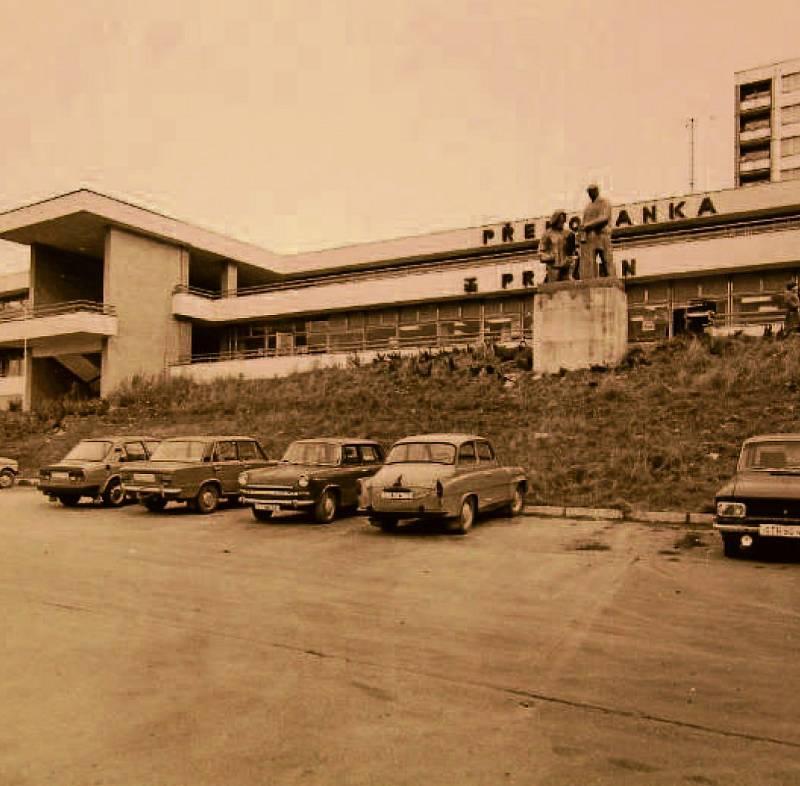 PŘEROVANKA. V roce 1985 bylo postaveno nákupní středisko Přerovanka.