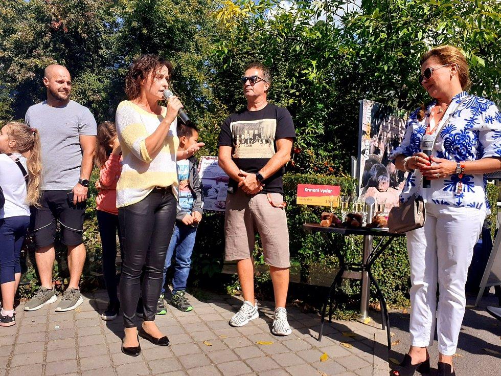 Ve zlínské zoo pokřtili v rámci 61. ročníku Zlín Film Festu Dana Morávková, Martin Dejdar a Roman Vojtek mláďata vydry obrovské. Dostala jména Vašík, Danuška a Janička.