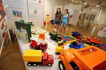 Výstava  Retrohrátky,  galerie Alternativa, legendární nákladní Tatra