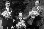 REKRUTI. Muži – odvedenci, ročník 1908. Zleva Vladimír Žáček, Bohuslav Žáček a Josef Masař.