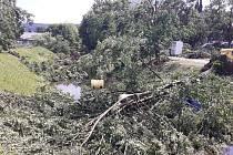 Bouře se ve čtvrtek prohnala i Luhačovicemi, místní mluví o malém tornádu