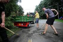 Úklid po velké vodě v Březnici.