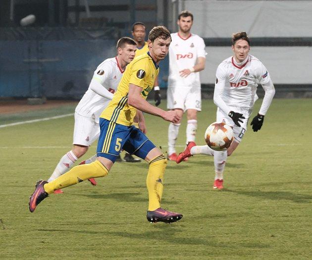 Fotbalisté Fastavu Zlín (ve žlutém) v 6. kole Evropské ligy skupiny F v olomouckém azylu podlehli lídru nejvyšší ruské soutěže Lokomotivu Moskva.