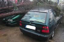 Páteční bouřka a vítr působil na Zlínsku materiální škody.