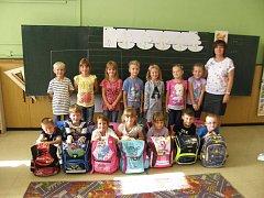 První třída Základní školy Spytihněv s třídní učitelkou Evou Pisarovskou.