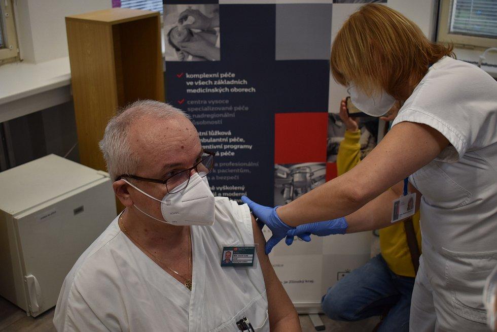 V Krajské nemocnici Tomáše Bati ve Zlíně začalo očkování proti covidu. 4. ledna 2020