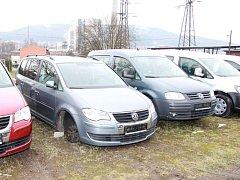 Krádež disků a pneumatik ve Zlíně.