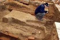 Archeologické vykopávky ve starém poutním kostele ve Štípě.
