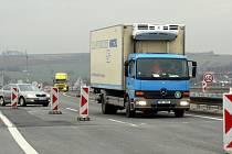 Úprava vedení provozu na dálnici D55 v úseku nájezdu od Zlína po sjezd na Otrokovice (exit 32 – exit 30, v obou směrech)