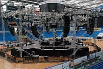 Postavit podium pro show Kabátů trvá přes jedenáct hodin