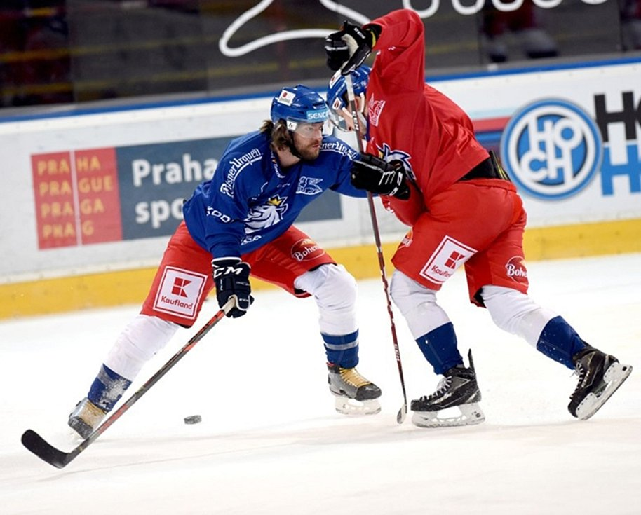 Michal Jordán (v modrém dresu) se od začátku dubna připravoval s reprezentačním výběrem Filipa Pešána.