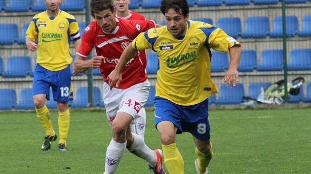 Roman Dobeš (ve žlutém).